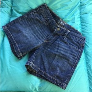 Old Navy Women´s The Flirt shorts size 2.